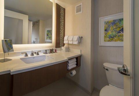 Marriott Marquis Washington, DC - Guest Bathroom