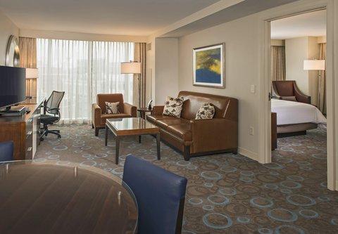 Marriott Marquis Washington, DC - One-Bedroom Suite   Living Room