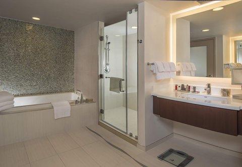 Marriott Marquis Washington, DC - Marquis Suite   Bathroom