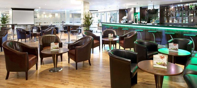 Holiday Inn London-Heathrow バー/ラウンジ