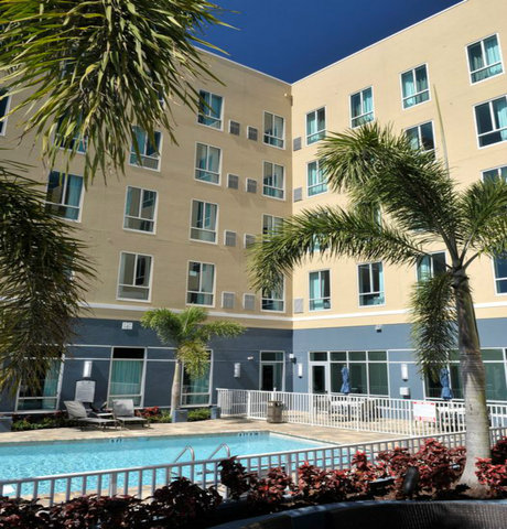 Staybridge Suites ST. PETERSBURG DOWNTOWN - Come soak up some sunshine poolside