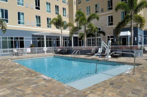 Staybridge Suites ST. PETERSBURG DOWNTOWN - Heated Outdoor Swimming Pool