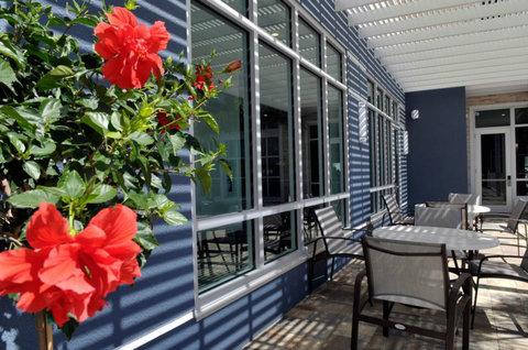 Staybridge Suites ST. PETERSBURG DOWNTOWN - Courtyard