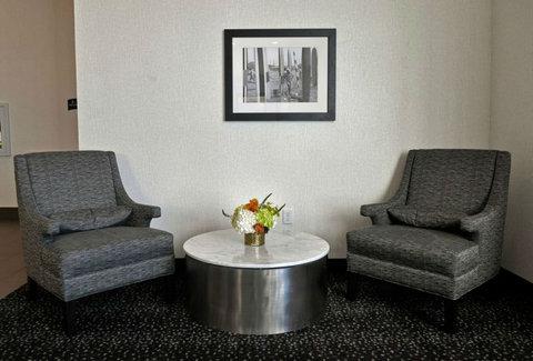 Staybridge Suites ST. PETERSBURG DOWNTOWN - Elevator Lobby