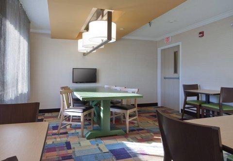 Fairfield Inn Bozeman - Breakfast Dining Area