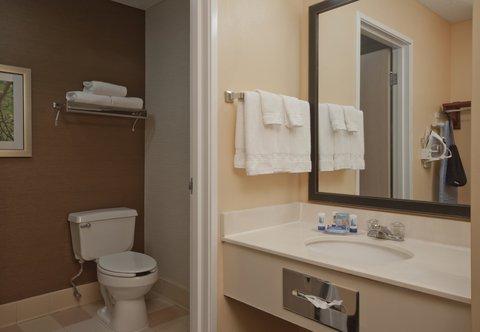 Fairfield Inn Bozeman - King Guest Room - Bathroom