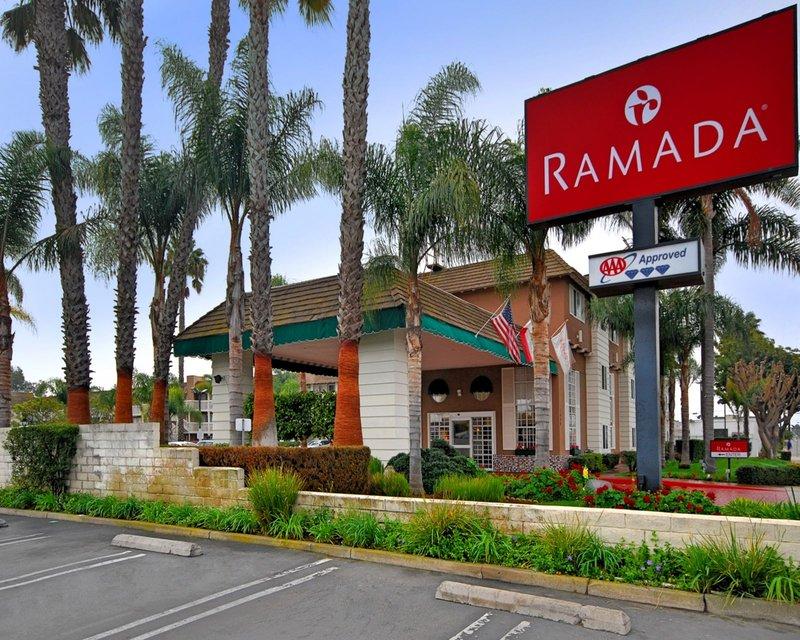 Ramada Inn and Suites Costa Mesa/Newport Beach Außenansicht