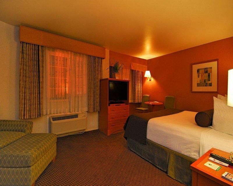 Ramada Inn and Suites Costa Mesa/Newport Beach Zimmeransicht