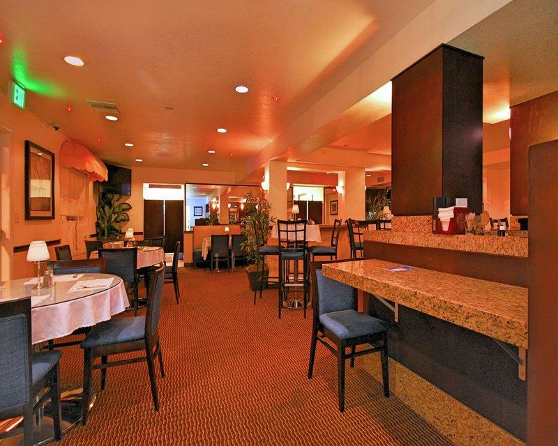 Ramada Inn and Suites Costa Mesa/Newport Beach Gastronomie