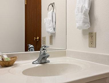 Super 8 Cody - Bathroom