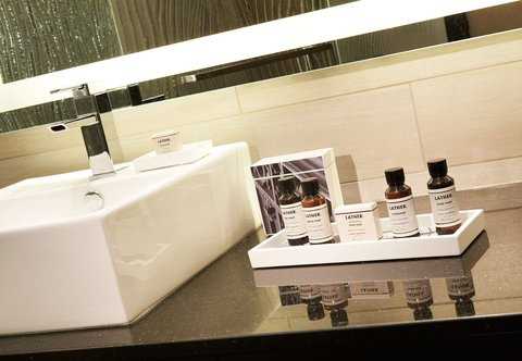 Metropolitan at The 9, Autograph Collection - Suite Bathroom Amenities