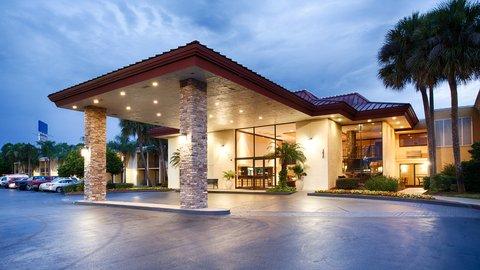 BEST WESTERN PLUS International Speedway Hotel - Convenient Location