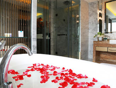 Ramada Plaza Liuzhou Liudong - Bathroom