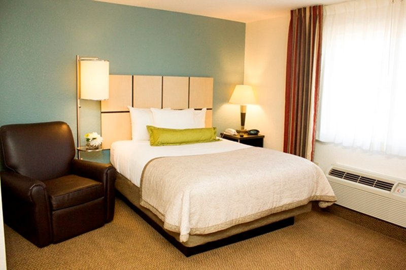Candlewood Suites Houston by the Galleria Suite