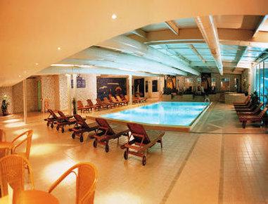 Ramada Kaya Plaza Hotel Zwembadaanzicht