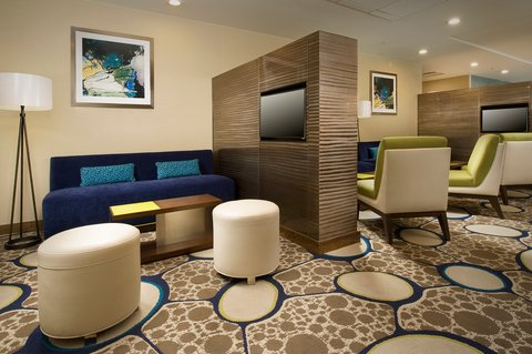 Wingate by Wyndham El Paso Airport - Guest Lounge at The Holiday Inn El Paso Airport