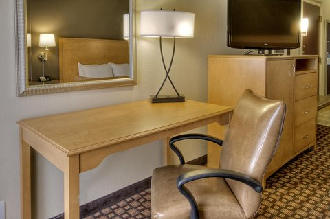 Hampton Inn - Suites Nashville-Vanderbilt-Elliston Place - King Hearing Accessible Room Desk