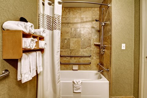 Hampton Inn - Suites Nashville-Vanderbilt-Elliston Place - King Mobility Hearing Accessible Bathroom