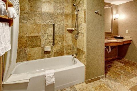 Hampton Inn - Suites Nashville-Vanderbilt-Elliston Place - King Accessible Suite Bathroom