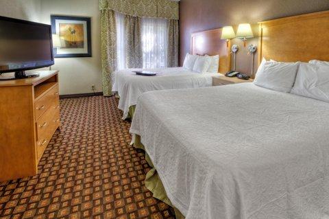 Hampton Inn - Suites Nashville-Vanderbilt-Elliston Place - Queeen Suite Bedroom