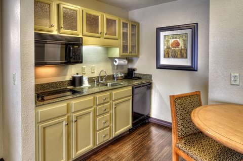 Hampton Inn - Suites Nashville-Vanderbilt-Elliston Place - Queen Bathroom