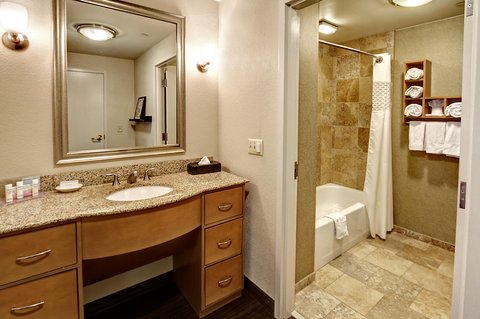 Hampton Inn - Suites Nashville-Vanderbilt-Elliston Place - Queen Suite Bathroom
