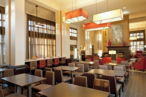Hampton Inn - Suites Nashville-Vanderbilt-Elliston Place - Spacious Dining Area