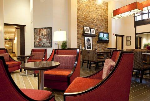 Hampton Inn - Suites Nashville-Vanderbilt-Elliston Place - Inviting Common Area