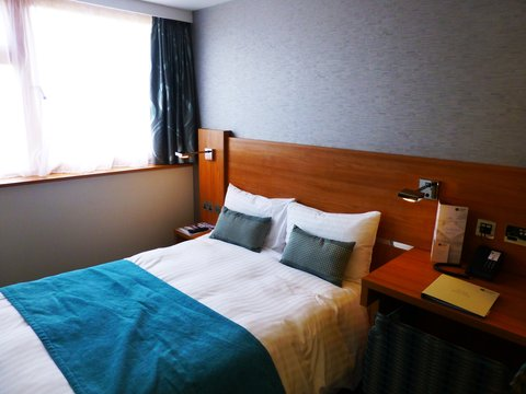 College Court Conference Centre and Hotel - Guest Bedroom
