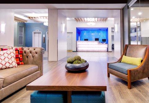 Fairfield Inn & Suites Charlotte Uptown - Lobby Seating Area