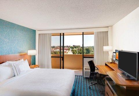 Fairfield Inn & Suites Charlotte Uptown - King Balcony Guest Room