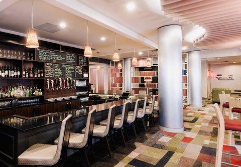 Fairfield Inn & Suites Charlotte Uptown - QTavern Bar