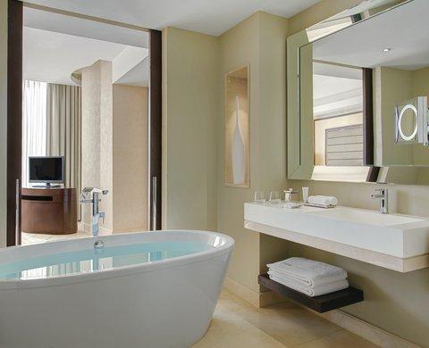 Kempinski Burj Rafal Hotel - Burj Rafal Hotel Kempinski Deluxe Suite Bathroom