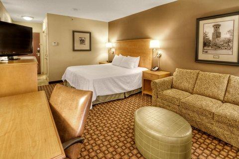 Hampton Inn - Suites Nashville-Vanderbilt-Elliston Place - King Room Sofa