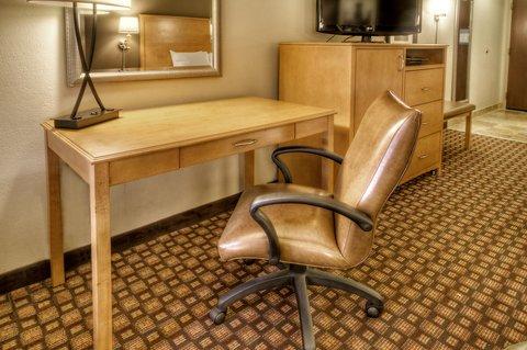 Hampton Inn - Suites Nashville-Vanderbilt-Elliston Place - King Room Desk