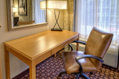 Hampton Inn - Suites Nashville-Vanderbilt-Elliston Place - Double Queen