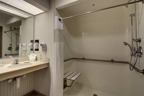 Hampton Inn & Suites Chicago / Aurora - Accessible Bathroom