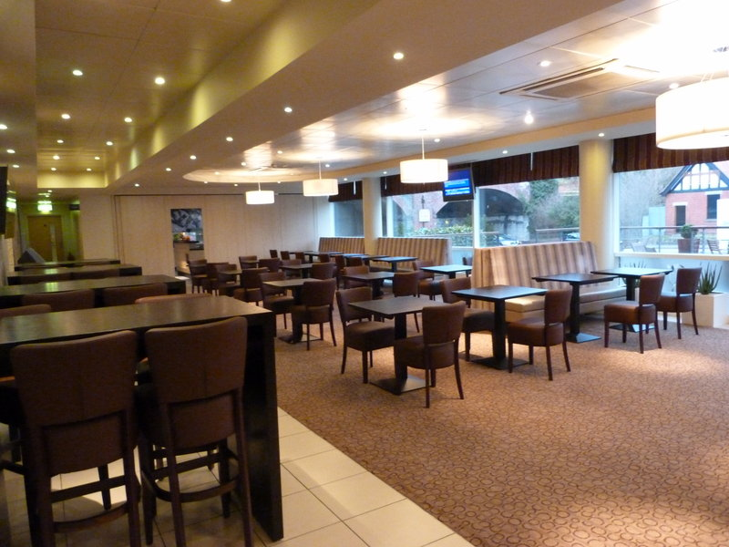 Holiday Inn Express Chester-Racecourse Baari/lounge
