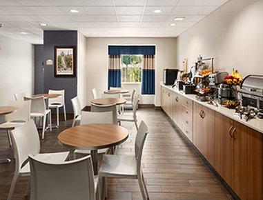 Microtel Inn & Suites by Wyndham Lynchburg - Breakfast Area