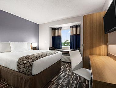 Microtel Inn & Suites by Wyndham Lynchburg - Standard Queen Room