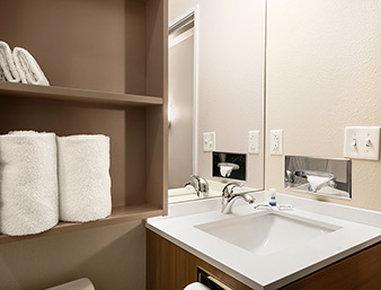 Microtel Inn & Suites by Wyndham Lynchburg - Bathroom