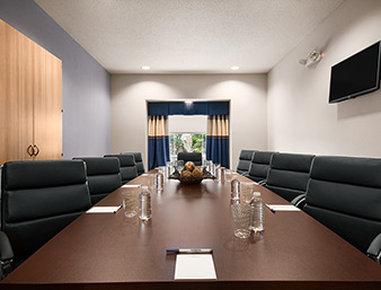 Microtel Inn & Suites by Wyndham Lynchburg - Meeting Room