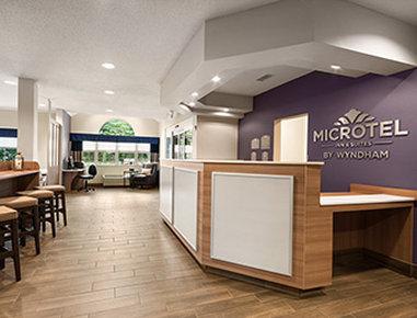 Microtel Inn & Suites by Wyndham Lynchburg - Lobby