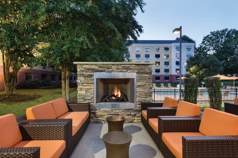 HYATT house Charlotte Airport - Outdoor Patio and Grilling Area