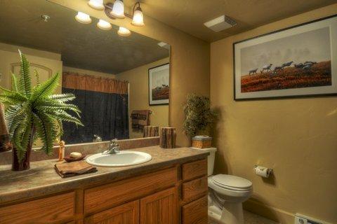 First Tracks by Wyndham Vacation Rentals - Bathroom