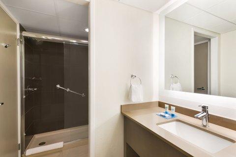 HYATT house Charlotte Airport - Guest Suite Bathroom