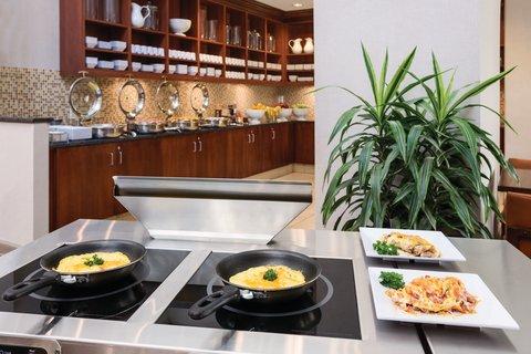 HYATT house Charlotte Airport - Breakfast Omelet Station