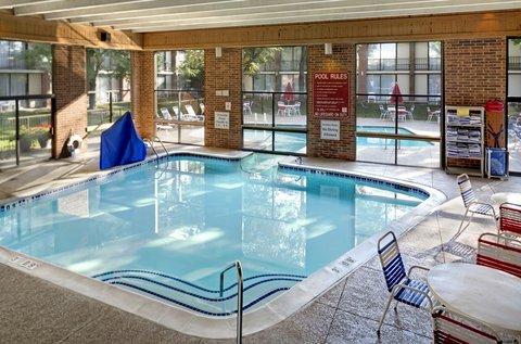 Holiday Inn ANN ARBOR-NEAR THE UNIV. OF MI - Indoor Swimming Pool Area