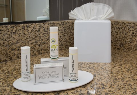 Courtyard Columbia Downtown at USC - Guest Bathroom Amenities