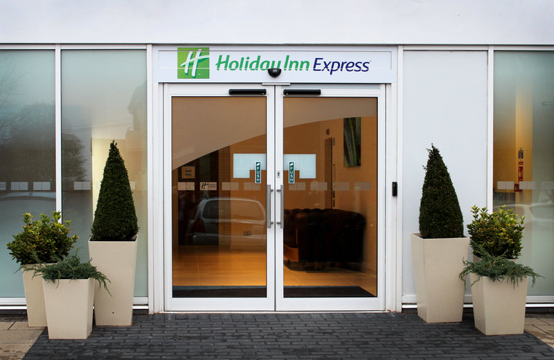 HOLIDAY INN EXP WAKEFIELD